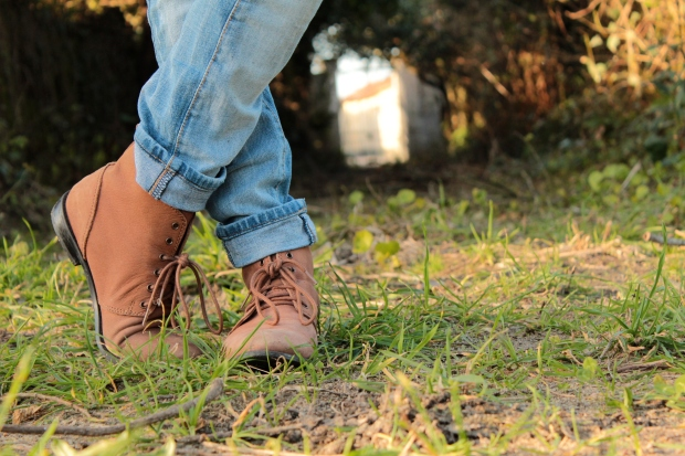 flat country booties